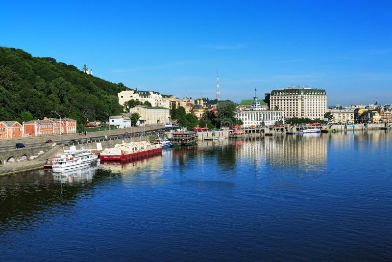 Panorama du côté droit du Dnieper à Kiev photographie stock libre de droits