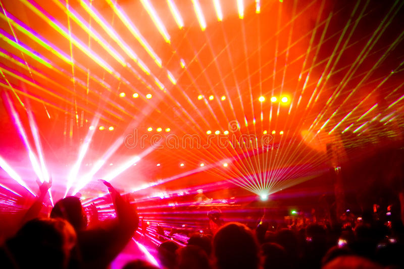 Panorama du concert, d'exposition de laser et de musique photo libre de droits