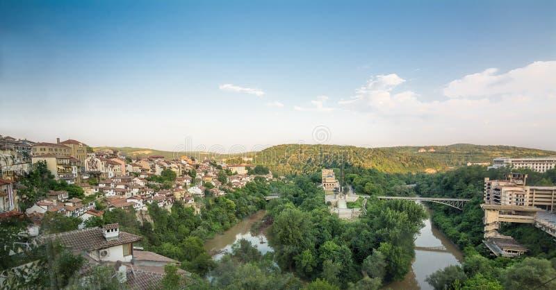 Panorama du fleuve Yantra à Veliko Tarnovo Bulgarie photographie stock libre de droits