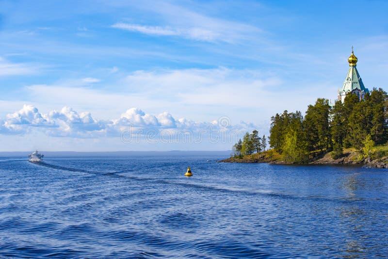 Panorama du lac Ladoga et de l'?le de Valaam photographie stock