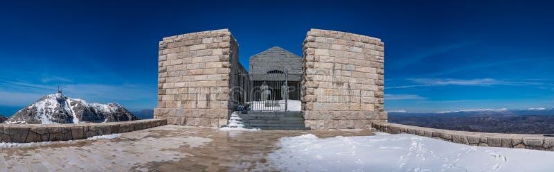 Panorama du mausolée de Njegos images stock