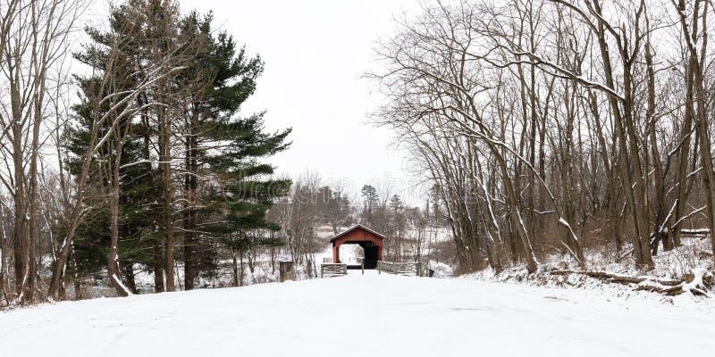 Panorama du parc contenant Shaeffer Campbell Covered Bridge image libre de droits