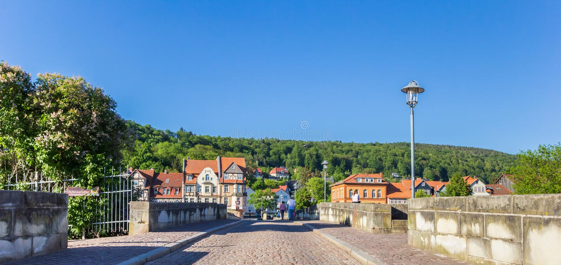 Panorama du pont historique de Werra dans Hann Munden photographie stock