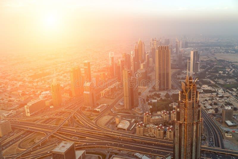Panorama- Dubai för flyg- sikt stad Förenade Arabemiraten royaltyfri bild