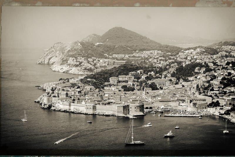 Panorama Dubrovnik stary miasto z wiele łodziami w przodzie obraz stock