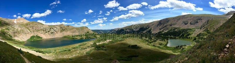 Panorama dwa wysokogórskiego jeziora w Colorado& x27; s indianin Osiąga szczyt Wildnerness zdjęcia royalty free