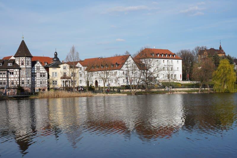 Panorama dziejowy grodzki Zły Salzungen przy Grodowym jeziorem obrazy stock