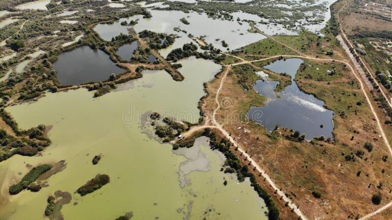 Panorama en el condado de Arges - kayaking - naturaleza cruda foto de archivo