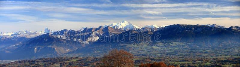 Panorama en el otoño de Alpes del francés fotografía de archivo libre de regalías