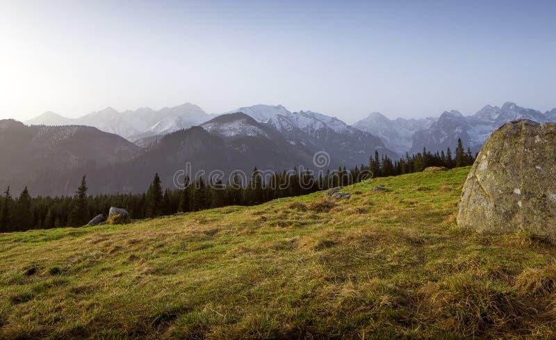Panorama en las montañas de Tatra de Rusinowa Polana, Polonia foto de archivo