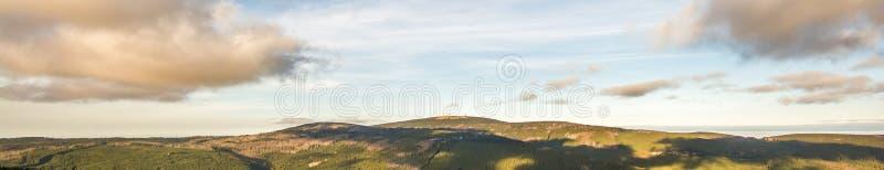 Panorama enorme do Harz com a cimeira de Brocken fotografia de stock royalty free