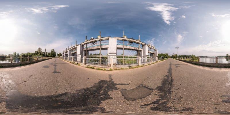 Panorama esférico inconsútil completo 360 grados de opinión de ángulo cerca de la presa central hidroeléctrica en equidistante eq fotografía de archivo libre de regalías