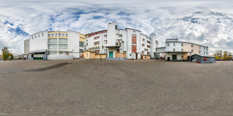 Panorama esférico sem emenda completo do hdri 360 graus de opinião de ângulo perto do quintal do prédio de escritórios dentro imagens de stock royalty free