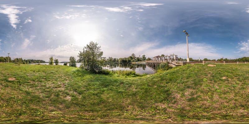 Panorama esférico sem emenda completo 360 graus de opinião de ângulo perto da represa da central elétrica hidroelétrico em equidi foto de stock