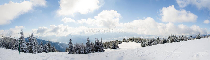 Panorama eslovaco de la montaña en invierno imagen de archivo libre de regalías