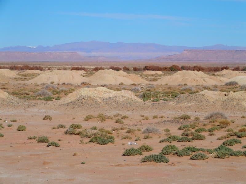 Panorama espectacular de Ketthara, un agua bien en el paisaje africano del desierto del Sáhara cerca de la ciudad de Erfoud en Ma foto de archivo
