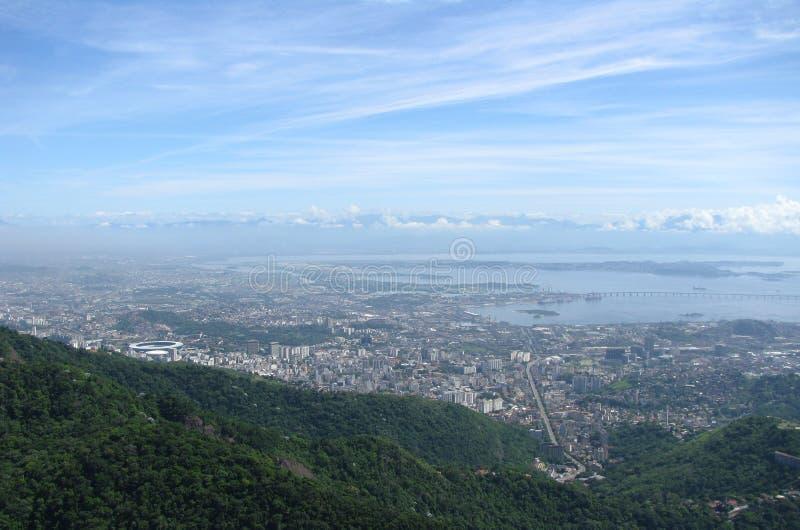 Panorama espectacular y opinión aérea de la ciudad Rio de Janeiro, el Brasil imagenes de archivo