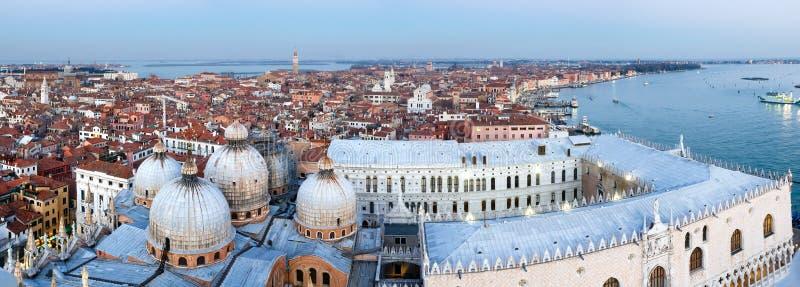 Panorama för överkant för Venedig stad (Italien) royaltyfria bilder