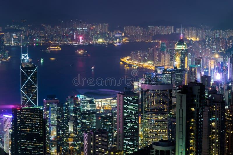 Panorama för flyg- sikt för natt av Hong Kong horisont arkivbild
