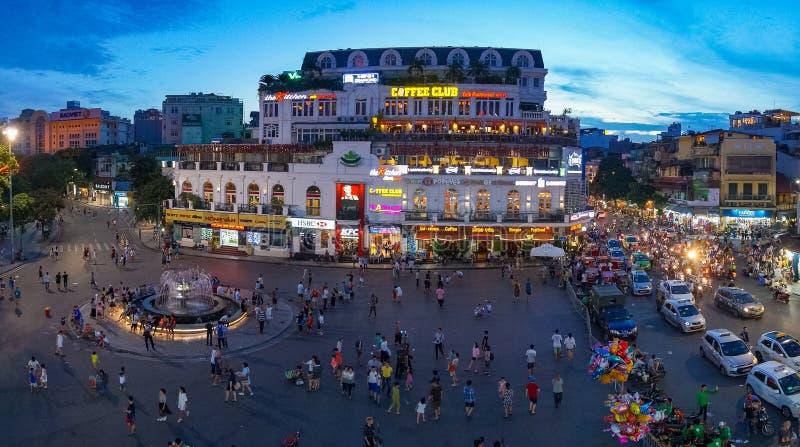 Panorama för flyg- sikt för Hanoi stadsmitt med turister och lokaler royaltyfri foto