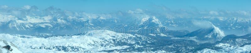 Panorama för massiv för vinterDachstein berg. arkivfoton