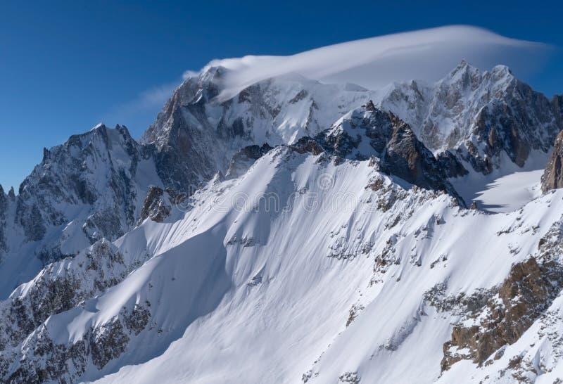 panorama för mont för massiv för alpsblanc italiensk royaltyfria bilder