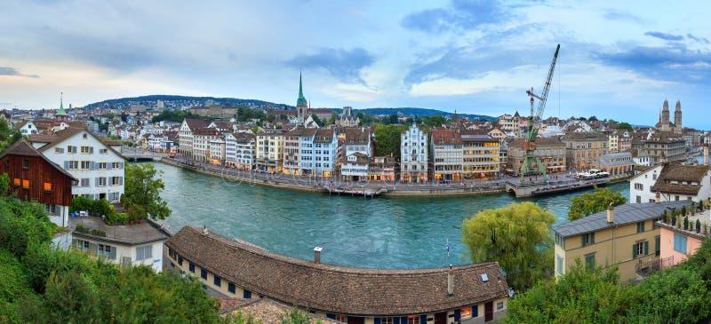 Panorama för Zurich cityscapeflod arkivbild
