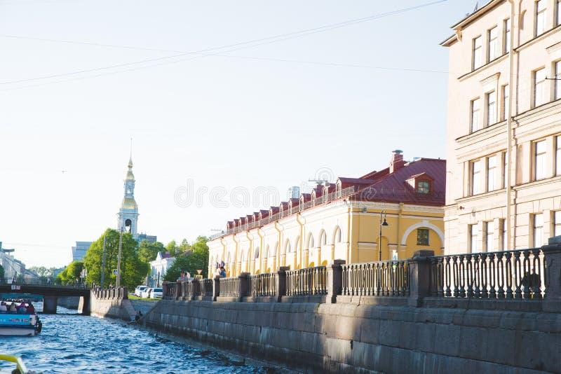 Panorama f?r b?sta sikt f?r kupol Peter och Paul Cathedral av St Petersburg Ryssland royaltyfri bild