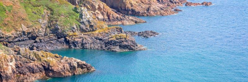 Panorama falezy południowe wybrzeże, Guernsey obrazy stock