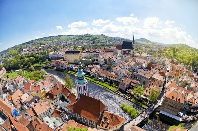 Panorama- flyg- sikt av den historiska mitten av Cesky Krumlov, Tjeckien arkivbilder