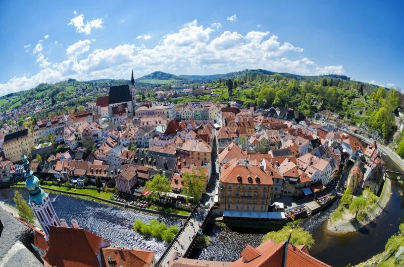 Panorama- flyg- sikt av den historiska mitten av Cesky Krumlov, Tjeckien arkivfoto