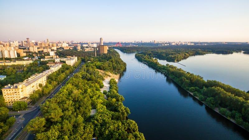 Panorama- flyg- sikt av Moskva, Ryssland arkivfoton