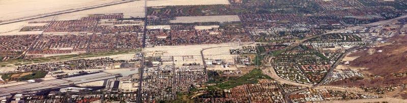 Panorama- flyg- sikt av Palm Springsöknen royaltyfria bilder