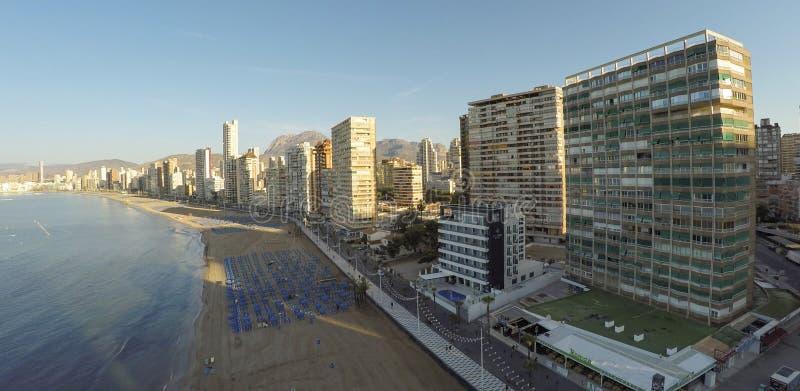 Panorama- flyg- sikt av Playa de Levante, Benidorm - BEDÖVA arkivfoto