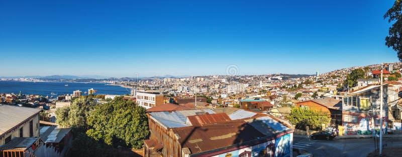 Panorama- flyg- sikt av Valparaiso från plazaen Bismarck på den Cerro Carcel kullen - Valparaiso, Chile arkivbild