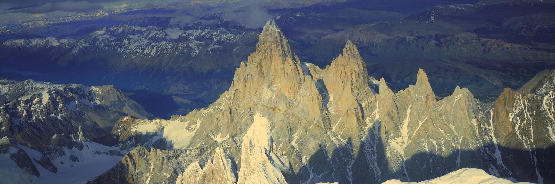 Panorama- flyg- sikt på 3400 meter av monteringen Fitzroy, Cerro Torre område och Anderna berg, Patagonia, Argentina royaltyfri fotografi