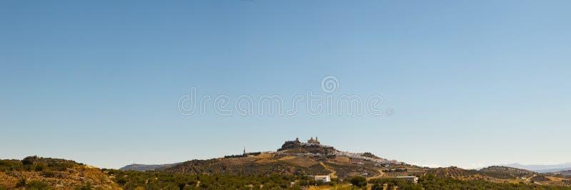 Panorama- foto av pueblosna blancos Olvera. arkivbild