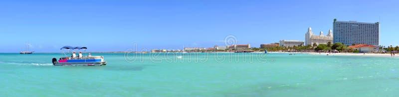 Panorama från Palm Beach på den Aruba ön arkivbild