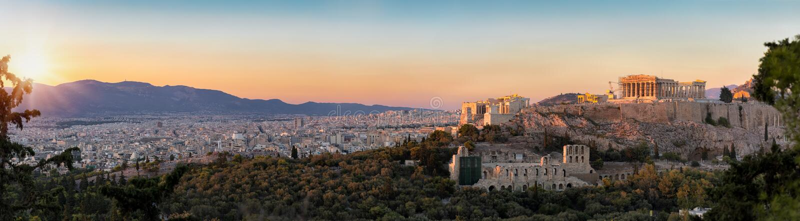 Panorama från parthenonen och akropolen till horisonten av Aten fotografering för bildbyråer
