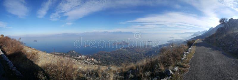 Panorama från vägen till och med Skadar sjönationalpark royaltyfria foton