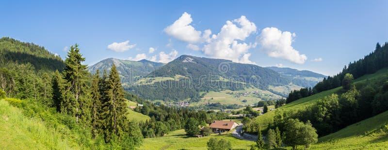 Panorama francés de las montañas foto de archivo libre de regalías