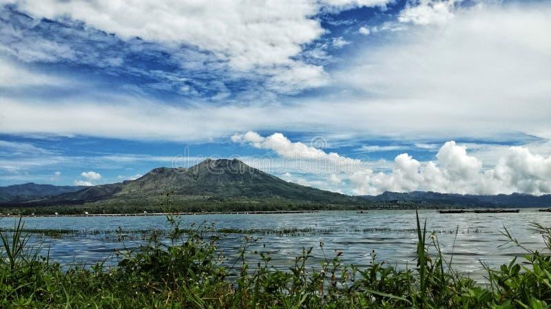 Panorama góry batur krajobraz z zewnątrz batur jeziora fotografia stock