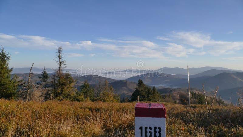Panorama góry na granica kraju horyzontalny obraz royalty free