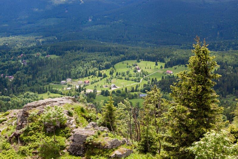 Panorama gigante de montañas imagen de archivo