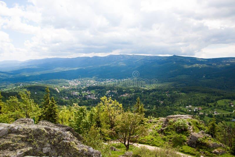 Panorama gigante de montañas imágenes de archivo libres de regalías