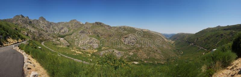 Panorama glacjalna dolina i Serra da Estrela góry, Portugalia obrazy royalty free