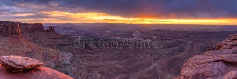 Panorama grand de coucher du soleil de point de vue de Canyonlands photographie stock libre de droits