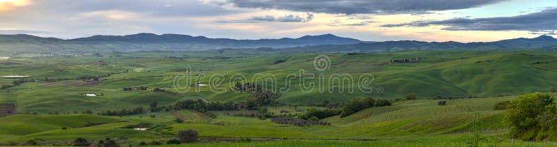 panorama HDR Sikt av Orciaen River Valley arkivfoton