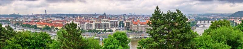 Panorama hecho de las colinas de Hradcany, República Checa de Praga imagen de archivo