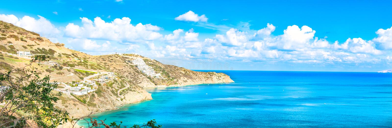 Panorama hermoso con el mar de la turquesa Vista de la playa de Theseus, Ammoudi, Creta, Grecia Paisaje de HD imagenes de archivo